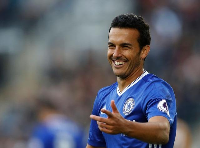 Nụ cười vui mà buồn của Pedro khi anh sút bóng ra ngoài ở cự ly 5m
