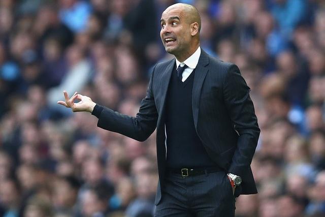 Guardiola liên tục chỉ đạo học trò từ bên ngoài đường biên