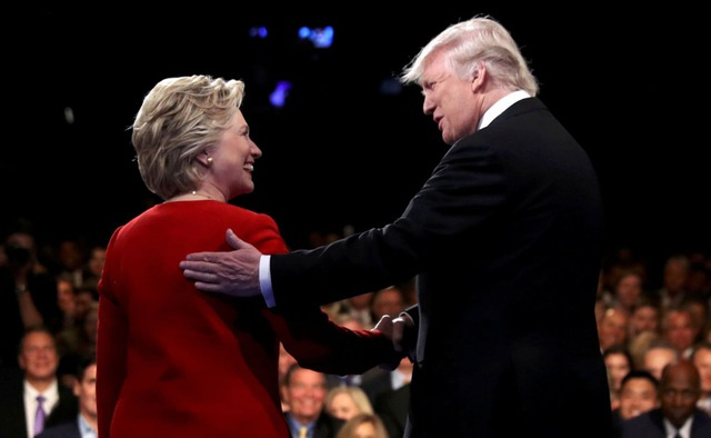 Donald Trump và Hillary Clinton trong cuộc tranh luận trực tiếp đầu tiên tại New York. (Ảnh: Reuters)