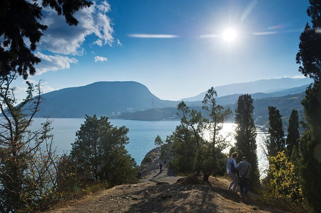 Vẻ đẹp huyền ảo, hùng vĩ của Crimea nhìn từ Mũi Palka tại làng Utyos.