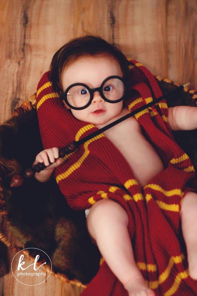 """Ngắm hình ảnh siêu dễ thương của """"em bé Harry Porter"""" - 3"""