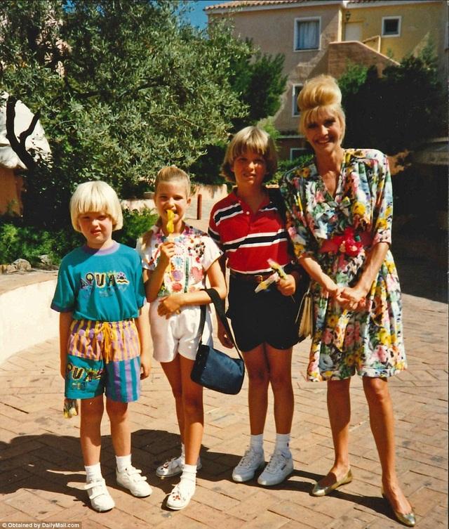 Bà Ivana, vợ đầu của ông Trump, bên 3 người con. Cặp đôi có 3 người con: Ivanka, Eric và Don Jr.