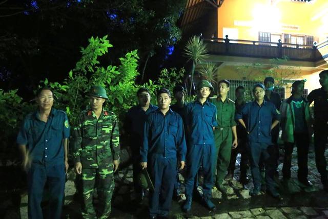 Lực lượng tìm kiếm cứu hộ, cứu nạn tạm dừng vì trời tối