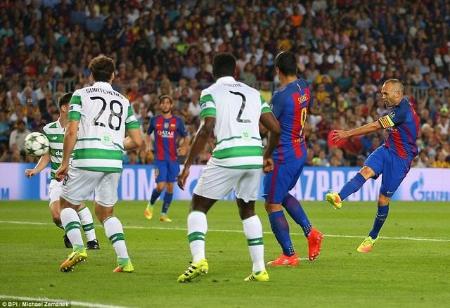 Iniesta để lại dấu ấn với một bàn thắng