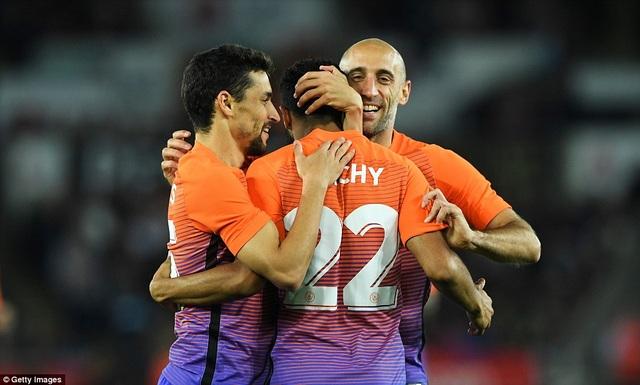 Man City giành trận thắng thứ 7 liên tiếp cùng Guardiola - 1