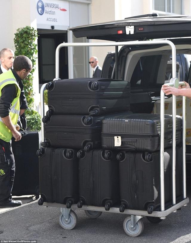 Đây là số va ly hành lý cô mang theo để tới tham dự tuần lễ thời trang Paris.