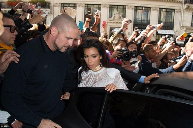 Hai năm trước, Kim từng bị Vitalii Sediuk sàm sỡ khi tham dự tuần lễ thời trang ở Paris, Pháp.