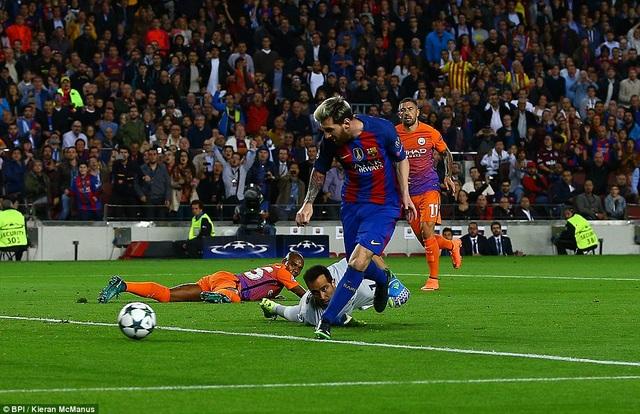 Messi lập hattrick trong ngày Barcelona đánh bại Man City 4-0 cách đây 2 tuần