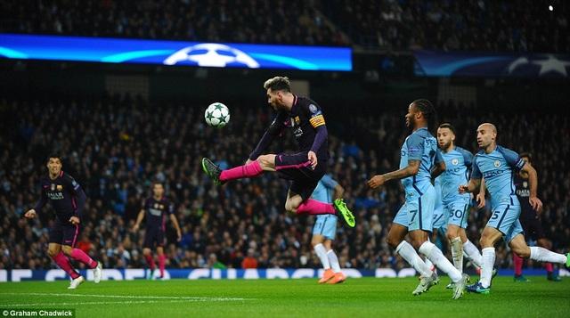 Messi giúp Barcelona vượt lên dẫn trước ở phút 21