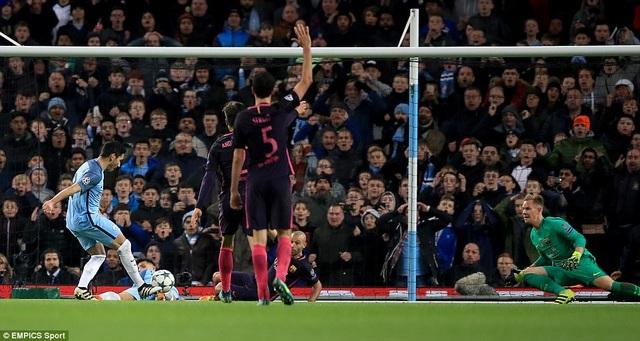 Tuy nhiên, Gundogan đã ghi bàn thắng gỡ hòa ở phút 39