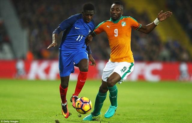 Dembele (trái) không gây được ấn tượng khi thi đấu trong màu áo tuyển Pháp