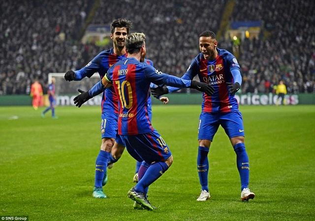 Barcelona giành vé đi tiếp với ngôi đầu bảng