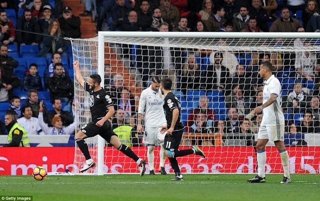 Joselu lập cú đúp chớp nhoáng vào lưới Real Madrid