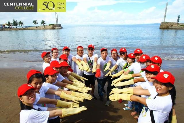 Tại Việt Nam, tân sinh viên của Centennial College cũng hưởng ứng nhiệt tình bằng hoạt động cộng đồng tham gia làm sạch biển Đồ Sơn. Hoạt động ý nghĩa này thể hiện ý thức trách nhiệm và ý nghĩa xã hội lớn lao đối với giới trẻ không chỉ riêng ở Việt Nam.