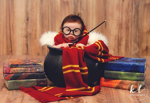 """Ngắm hình ảnh siêu dễ thương của """"em bé Harry Porter"""" - 4"""