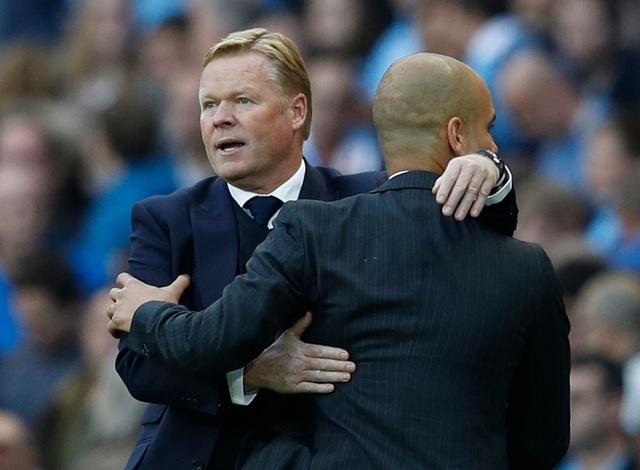 Koeman và Guardiola chào nhau sau khi trận đấu kết thúc