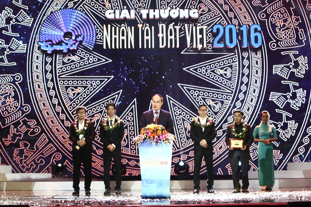 GS. TS. Nguyễn Thiện Nhân - Ủy viên Bộ Chính trị, Chủ tịch Ủy ban Trung ương Mặt trận Tổ quốc Việt Nam: Giải Nhân tài Đất Việt là một trong những giải tiên phong tuyên dương khởi nghiệp sáng tạo của người Việt Nam