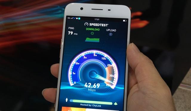 Thử nghiệm tại lễ khai trương, tốc độ 4G trên điện thoại tầm trung Oppo F1s đạt trung bình trên 40Mbps.
