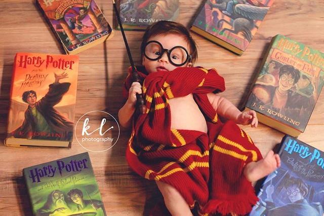 """Ngắm hình ảnh siêu dễ thương của """"em bé Harry Porter"""" - 5"""