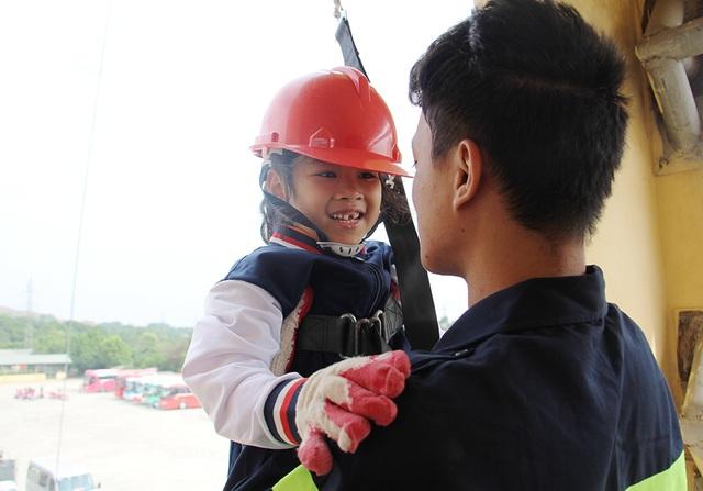 """""""Thót tim"""" với trải nghiệm làm lính cứu hỏa của học sinh tiểu học - 6"""