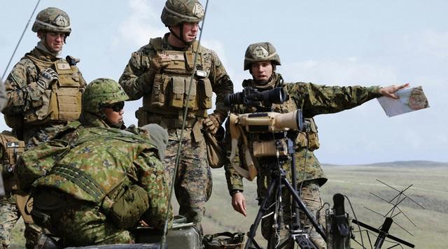 Binh sĩ Mỹ và Nhật Bản. (Ảnh: Reuters)