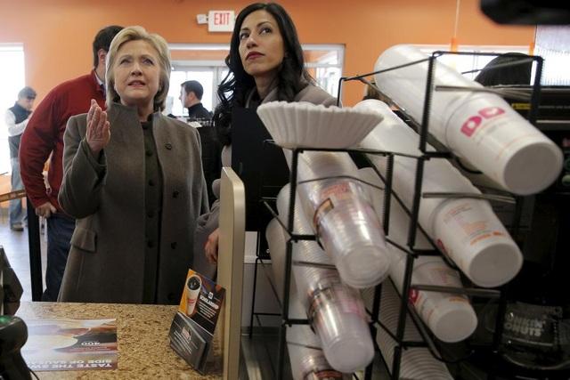 Huma Abedin là một trong những trợ lý thân cận nhất của cựu Ngoại trưởng Mỹ và hiện đảm nhận vị trí Phó Chủ tịch chiến dịch tranh cử của bà Clinton.