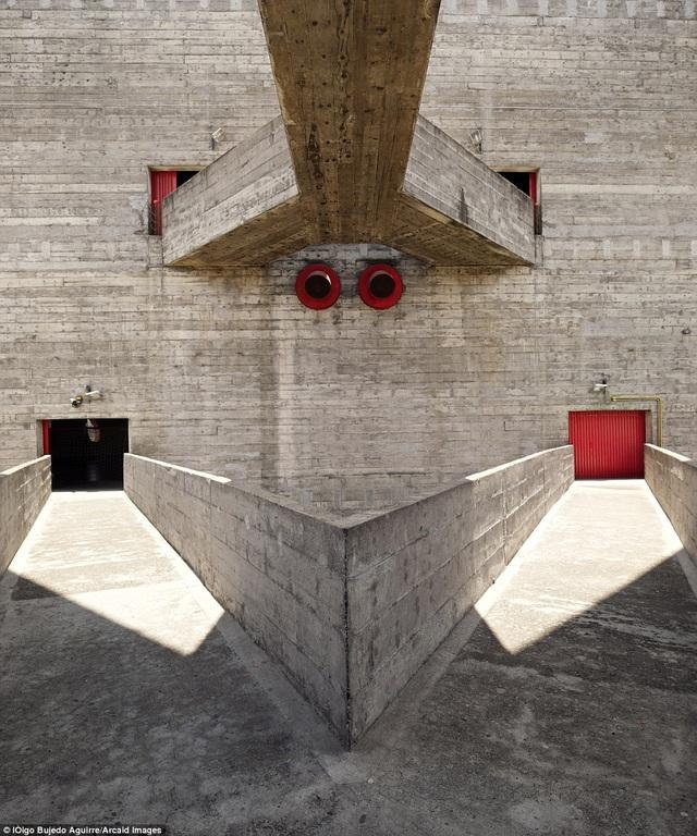 Những hành lang giao nhau tạo nên một vẻ đẹp hết sức độc đáo của một công trình ở thành phố Sao Paolo, Braxin.