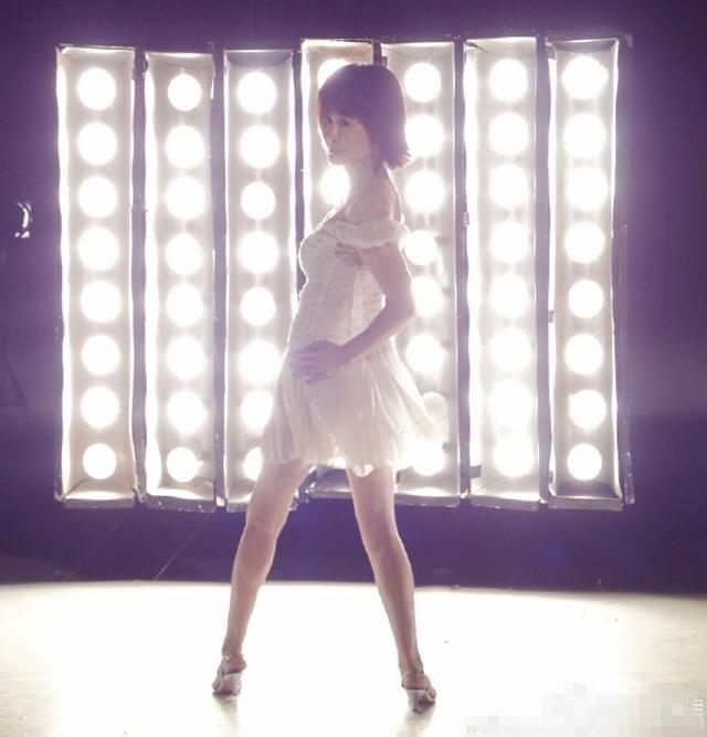 Phan Nghinh Tử đẹp như gái đôi mươi trong quảng cáo mới nhất.