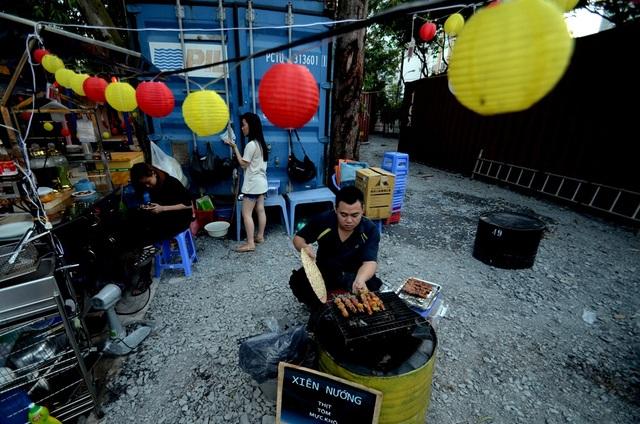 Một góc ẩm thực của chợ Container.