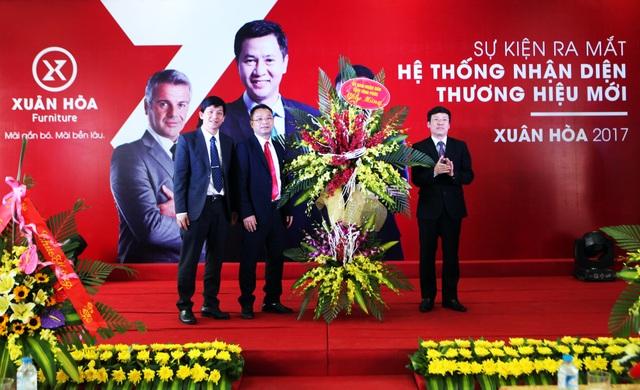 Lãnh đạo tỉnh Vĩnh Phúc chúc mừng CTCP Xuân Hòa Việt Nam nhân dịp ra mắt bộ nhận diện thương hiệu mới.