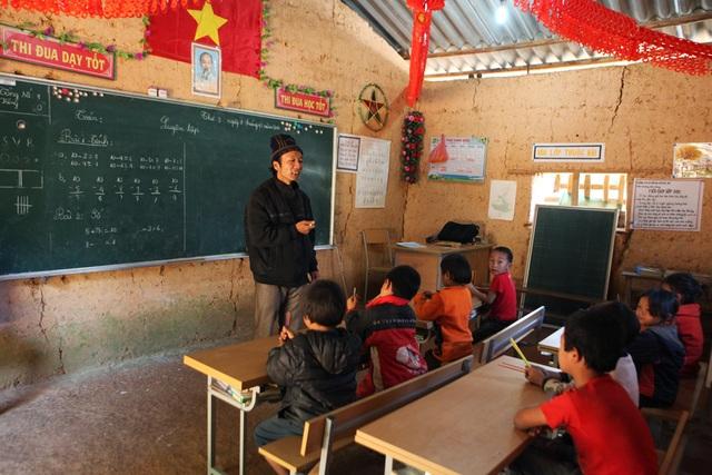Xót xa lớp học đắp bằng đất của học trò nghèo vùng cao Hà Giang - 5