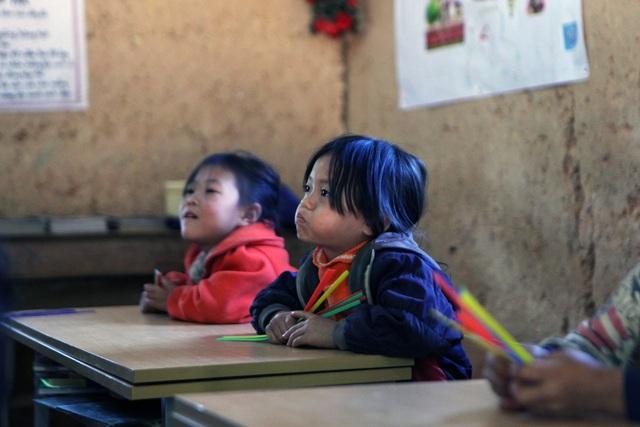 Xót xa lớp học đắp bằng đất của học trò nghèo vùng cao Hà Giang - 6