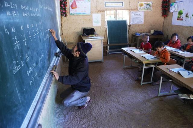 Xót xa lớp học đắp bằng đất của học trò nghèo vùng cao Hà Giang - 8