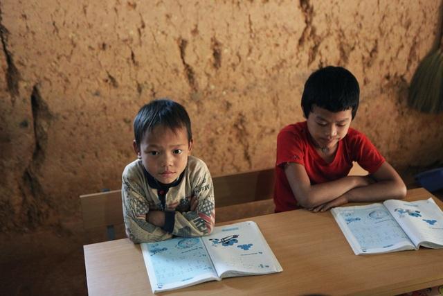 Xót xa lớp học đắp bằng đất của học trò nghèo vùng cao Hà Giang - 10