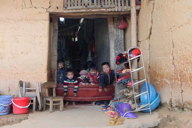 Xót xa lớp học đắp bằng đất của học trò nghèo vùng cao Hà Giang - 13