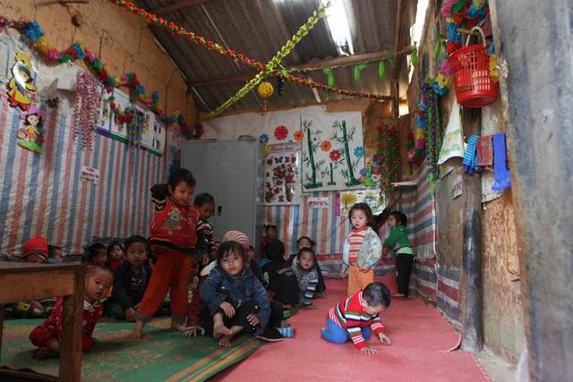 Xót xa lớp học đắp bằng đất của học trò nghèo vùng cao Hà Giang - 16