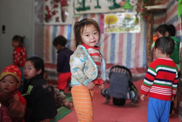Xót xa lớp học đắp bằng đất của học trò nghèo vùng cao Hà Giang - 17