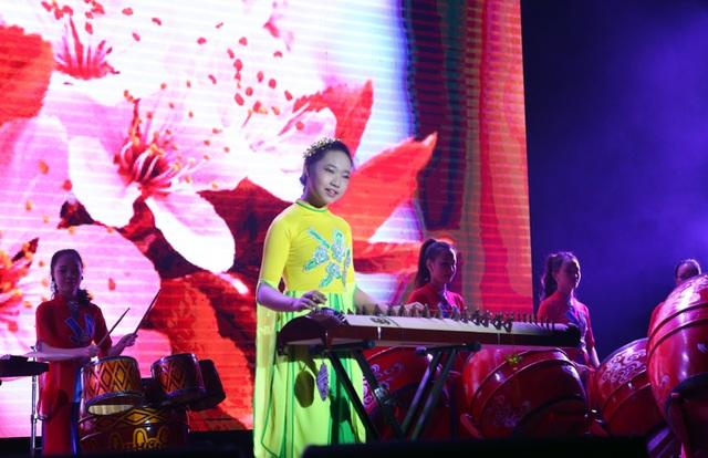 Lưu Thùy Trang có phong thái trình diễn tự tin, chuyên nghiệp