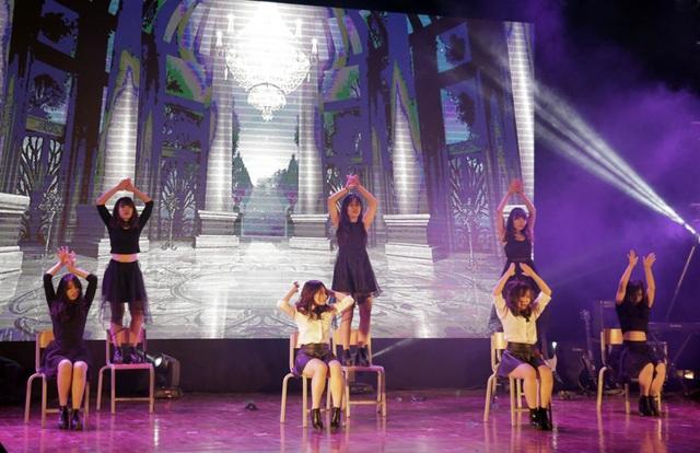 Những cô gái xinh đẹp, tài năng của nhóm Mint K đem đến một không gian dạ vũ ma mị, huyền ảo qua phần thi nhảy hiện đại