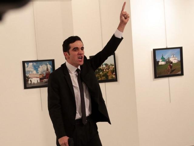 Mevlut Mert Altintas, kẻ xả súng sát hại đại sứ Nga hôm 19/12. (Ảnh: AP)