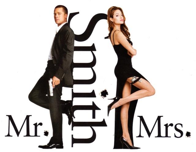 Angelina Jolie và Brad Pitt gặp nhau lần đầu khi đóng cùng trong phim Ông bà Smith năm 2005. Cặp đôi bị đồn yêu nhau ngay tại phim trường khiến Brad về bỏ vợ (Jennifer Aniston). Jolie cũng từng nhiều lần kể rằng, sau khi gặp Brad - cô háo hức tới phim trường mỗi ngày hơn