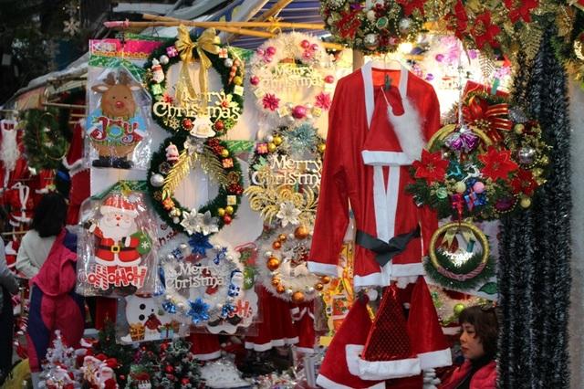 Sắc màu Noel đã tràn ngập khắp nơi.