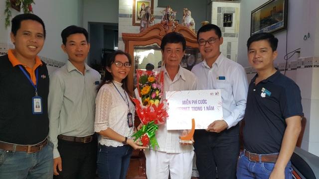 Bác Chiêm Ngọc Lượm và gia đình là khách hàng lâu năm nhất của FPT Telecom tại Kiên Giang