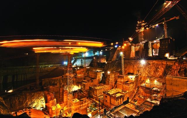 Đây là dự án cuối cùng trong 3 dự án thủy điện lớn được xây dựng trên dòng chính của sông Đà. Hai nhà máy thủy điện lớn đang vận hành là Sơn La (2.400 MW) và Hòa Bình (1.920 MW).