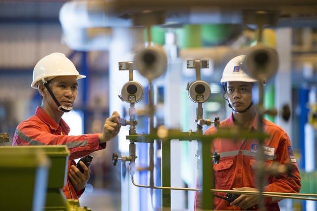 Người lao động tại Nhà máy Điện Nhơn Trạch 2