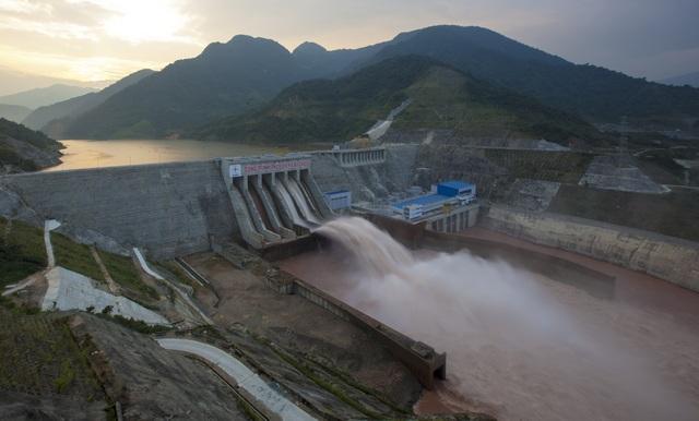 Thủy điện Lai Châu hoàn thành sớm 1 năm cung cấp thêm khoảng 4,7 tỷ kWh cho hệ thống điện quốc gia, giá trị làm lợi cho đất nước khoảng 7.000 tỷ đồng. Thủy điện Lai Châu tiếp tục giữ vai trò quan trọng trong việc cấp nước cho đồng bằng sông Hồng về mùa khô, tạo cơ hội phát triển - kinh tế xã hội hai tỉnh Lai Châu và Điện Biên, đảm bảo an ninh quốc phòng khu vực Tây Bắc.