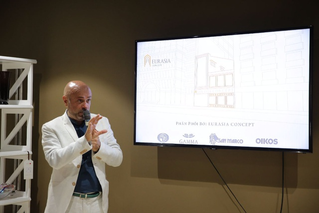Ông Sergio Della Giovanna - Design Manager - Đại diện EURASIA CONCEPT phát biểu