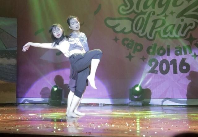 Thể hiện tài năng múa đương đại trong phần thi chủ đề Tình người duyên ma