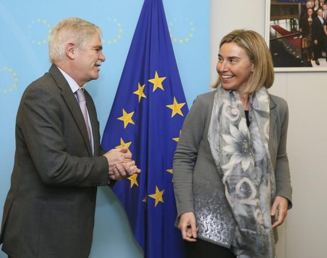 Đại diện cấp cao của EU về Đối ngoại và an ninh Federica Mogherini (phải). (Ảnh: EPA)