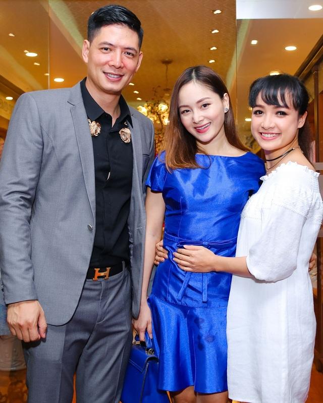 Ngoài Lan Phương, diễn viên Lê Bê La cũng có mặt chúc mừng Bình Minh. Đây là lần hiếm hoi diễn viên Cổng mặt trời tham dự sự kiện.